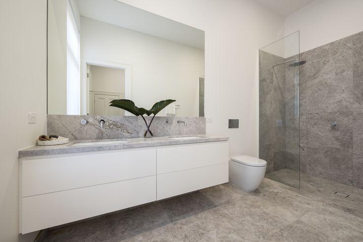 Serene New Savior bathroom by Lauren Tarrant Design.  @rachellewisphotography  #cdkstone #newsavior #newsaviorlimestone #limestone #naturalstone #naturesmasterpiece #naturalbeauty  #bathroomdesign #bathroominspiration