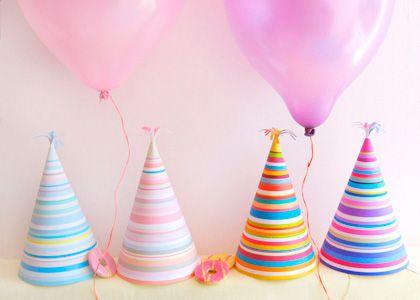 Come creare cappelli carta multicolore per feste di compleanno
