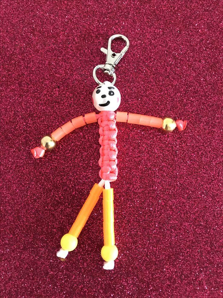 Muñecos hecho con cuerda y tubitos de hama beads