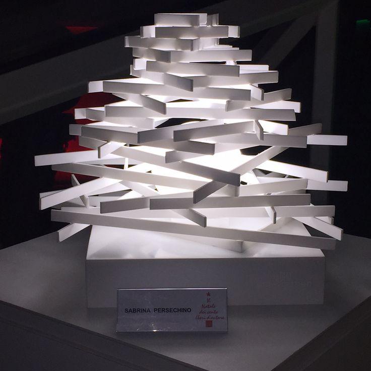 La mia interpretazione dell'albero di Natale: una decostruzione luminosa in corian eseguita nello storico laboratorio dell'ebanisteria De Marinis.