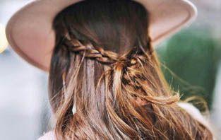 Foi dada a largada a temporada de Outono 2016 e junto com ela, as tonalidades de cabelos que são a cara da estação começam a ser pedidas no salão. Os castanhos iluminados estão entre os tons da vez, assim como os loiros mais fechados e a variação dos dois.
