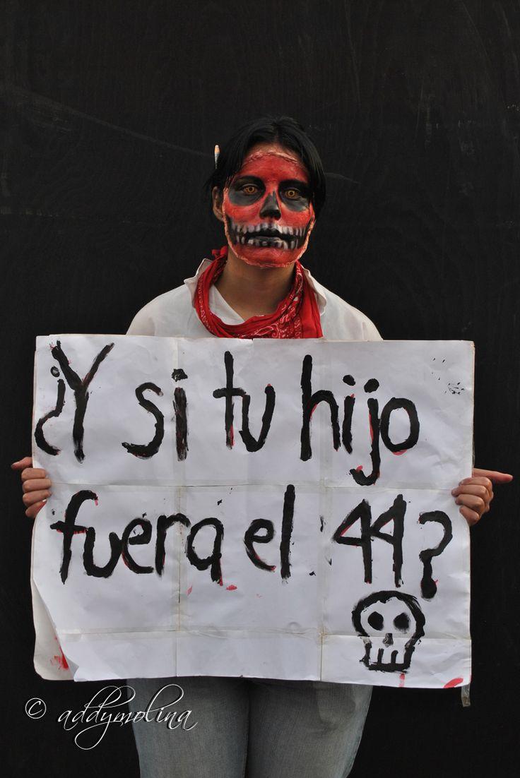 #DíaDeMuertos #Ayotzinapa en el Zócalo de la ciudad de México.
