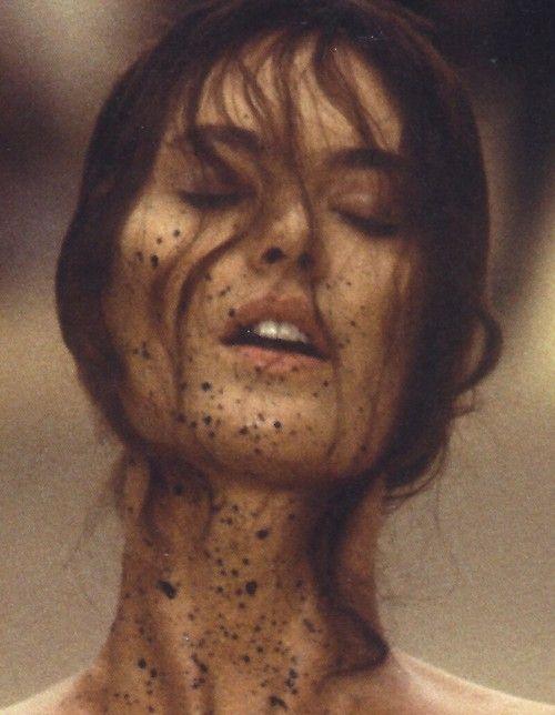 Shalom Harlow at Alexander McQueen Spring/Summer 1999 runway show