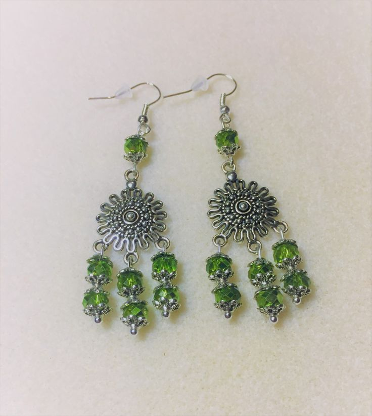 """Boucles d'oreilles """"Le soleil de vert et d'argent"""" : Boucles d'oreille par les-breloques-de-bel"""