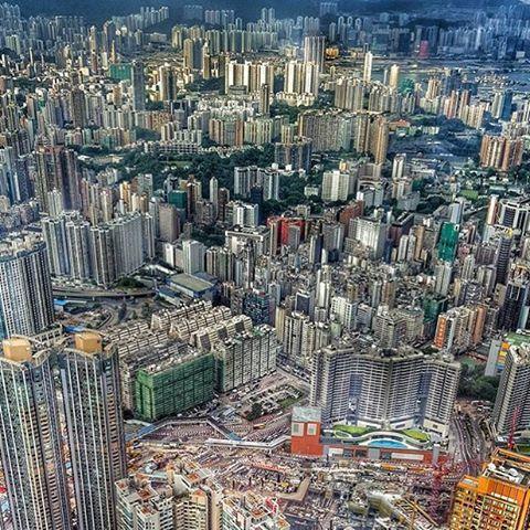 #Hongkong on maailman tiheimmin asuttuja kaupunkeja - kiehtova, futuristinen paikka. Kiitos tägäyksestä @dunez! Viikon päästä ilmestyvässä Mondossa muuten #Aasia-paketti #SriLanka #Vietnam #Bangkok ✨ #mondolöytö #mondolehti