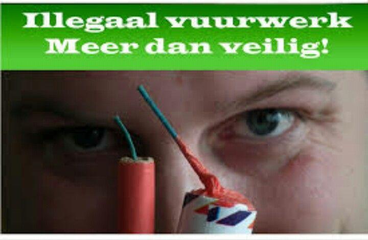 Hier zie je aan de rechterkant een kanonslag van nederlands vuurwerk. Aan de rechterkant zie je een choět banger. Je ziet dat er een verschil zit in het lont ondanks het lont is nederlands toch veiliger omdat er minder kruid in zit en het lond loopt verder door in de kanonslag is nederlands blijkbaar toch veiliger. wij vinden persoonlijk dat als je met illegaal gewoon normaal mee omgaat is er niks onveiligs aan.