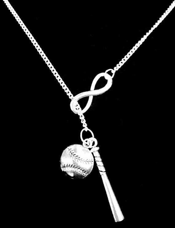 ¡Qué un collar impresionante! ¡Es perfecto para todas las mamás de béisbol!!!! Tono de plata encantos en cadena 18 con broche de langosta. Estilo Y. Encanto del béisbol es aprox. 18x14mm. El encanto de bat es aproximadamente 1 1/2 de largo. Infinity es aprox. 1. ¡Muy singular! Puedo ajustar la longitud de cadena si lo prefieres una longitud diferente. La cadena se hace de la aleación plateada plata. Collar debe ser guardado lejos de la humedad.      -Naves con embalaje de regalo.  -Fa...