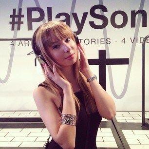 Happy girl with her new @SonyItalia MDR-ZX750BN wireless headphones  #PlaySony #SonyMDR http://t.co/Tiyv15m66X