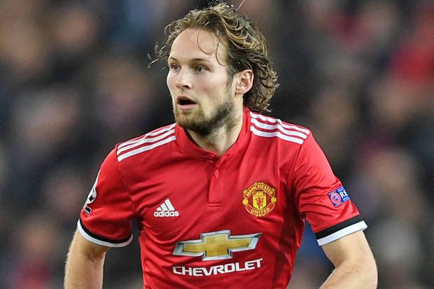 GETTY Daley Blind has not been favoured by Manchester United boss Jose Mourinho in defence this termThe Dutchman is out of contract at Old Trafford at the end of the season. United have the option to trigger a 12-month extension, but Jose Mourinho could offload the defender. Blind has been linked with a move to Barcelona, however, Real may now swoop.