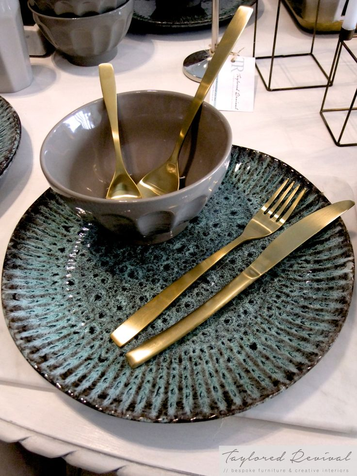 crockery and cutlery (8)