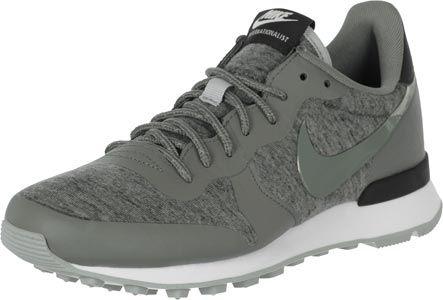 La chaussure Nike Internationalist TP fait partie du pack Tech qui vous garantira chaleur et style à vos pieds en 2015 ! Pourquoi : parce que le revêtement est en Tech laine polaire gris chiné. La matière fonctionnelle est équipée dune chaude isolation mais reste respirante. Ladys, nous ne vous conseillons pas seulement cette chaussure parce quelle vient du super Tech Pack, mais aussi parce que nous la trouvons vraiment stylée avec ces renforts gris cousus et ses contrastes noirs…