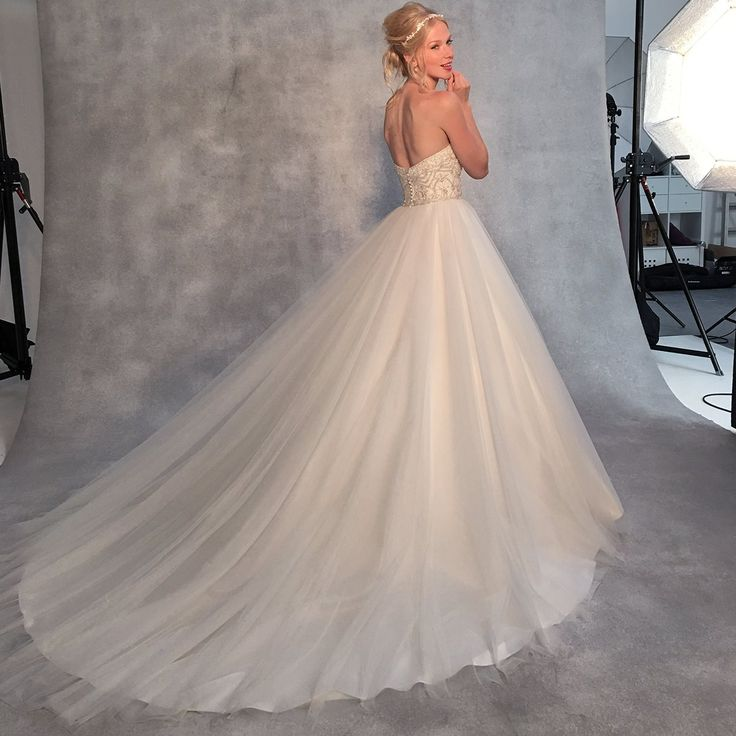 It doesn't get more glamorous than this sparkling princess ballgown'Odette' by Viva Bride❤️❤️