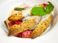 Jahodový salátek s chřestem