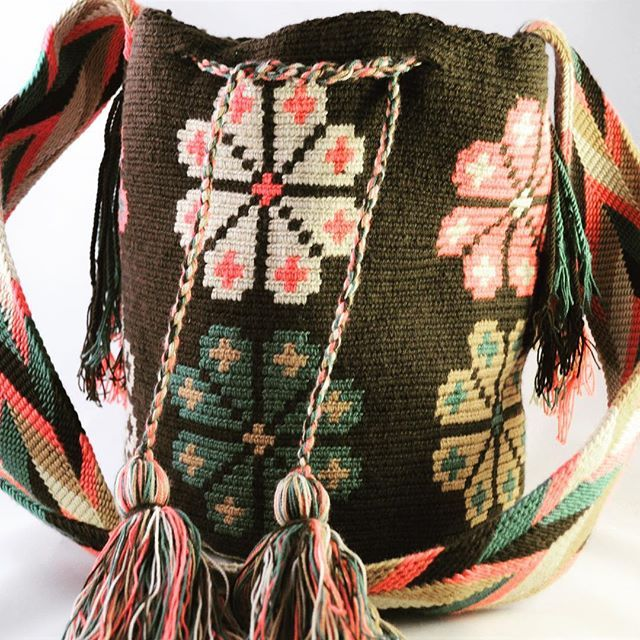 #mochilas #wayuumochilas #wayuubags #wayuumochilabags #wayuustyle#wayuu #fairtrade #handmade #wayuu http://stores.ebay.com/Wayuu-Mochila-Bags/www-Wayuu-Mochila-Bags-com-/_i.html?_fsub=22969904018&_sop=10&rt=nc Inspiration