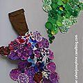 Les petits de l'école maternelle Jean Macé ont cueilli 2 belles grappes de raisin : une violette et une verte.Chaque enfant à collé sur un...