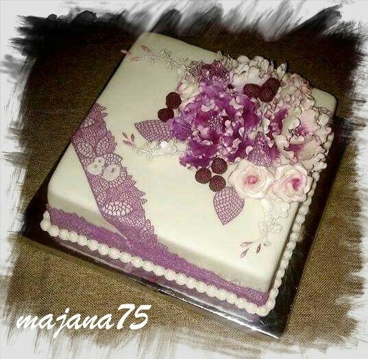 Lila cake with flower
