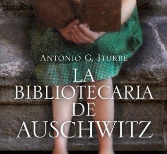 Inspirada en la historia real de Dita Dorachova, una niña checa de 14 años que es llevada junto a su familia al campo de concentración de Auschwitz y que se convierte,en la celosa guardiana de los únicos libros que existían en el infierno nazi. Exquisitamente documentada y emocionante hasta llegar a las lágrimas, la épica historia de la niña que arriesgó su vida para mantener viva la magia de los libros llegará al alma de muchos lectores.