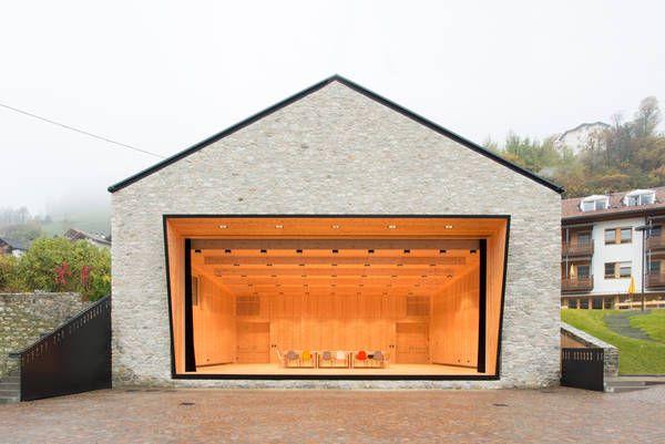 Dorfhaus St. Martin im Passeiertal, Architekt Andreas Flora, zu sehen: der Bühnenraum