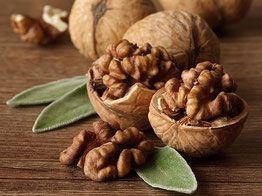 Le noci fanno bene, e mangiare noci è un'arma di prevenzione efficace contro le malattie, e non fanno ingrassare!