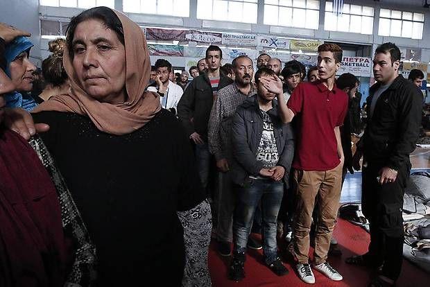 Runt 200 flyktingar från Syrien som demonstrerar i Aten bad på fredagen om att få tillåtelse att lämna Grekland för att ta sig till andra europeiska...