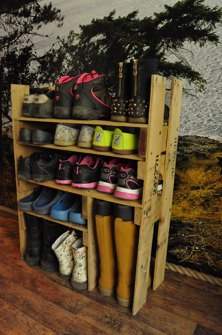 """This shoes shelf is made out of repurposed pallets to organize my shoes collection. [symple_box color=""""gray"""" fade_in=""""false"""" float=""""center"""" text_align=""""left"""" width=""""100%""""] Submitted by: Virx91! [/symple_box]"""