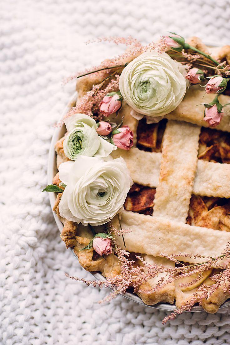 flower-adorned pie
