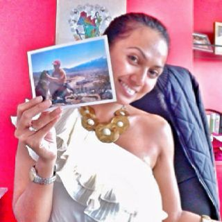 I miss you Cris! I looove the postcard! Please give my love to Lee and Bailey. Mwaaah!