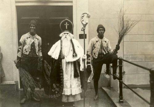 Intocht door utrechtse studenten.1913.voor de deur van cuisinier utrecht