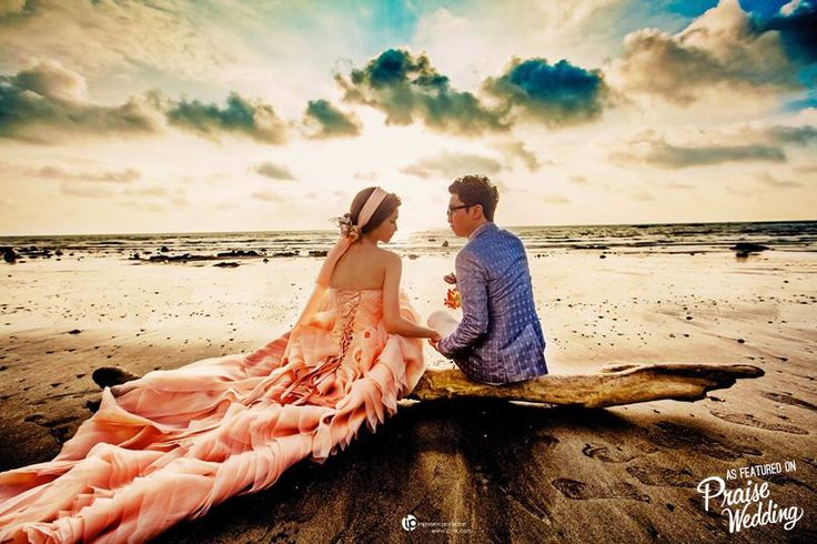 Loving this lomo style beach engagement session!