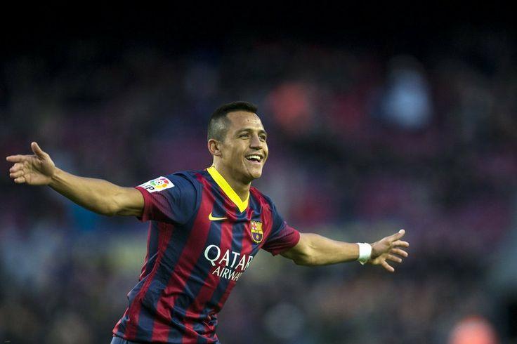 Alexis acaba de marcar el 4-0 y corre a celebrarlo
