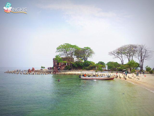 20% OFF! 1 day trip ke 3 pulau: Pulau Kelor, Onrust and Cipir + lunch + 1x instant polaroid photo by Shine Tour Travel