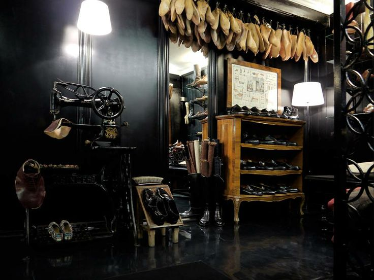 restyling of shoemaker shop and atelier Segalin in Venice