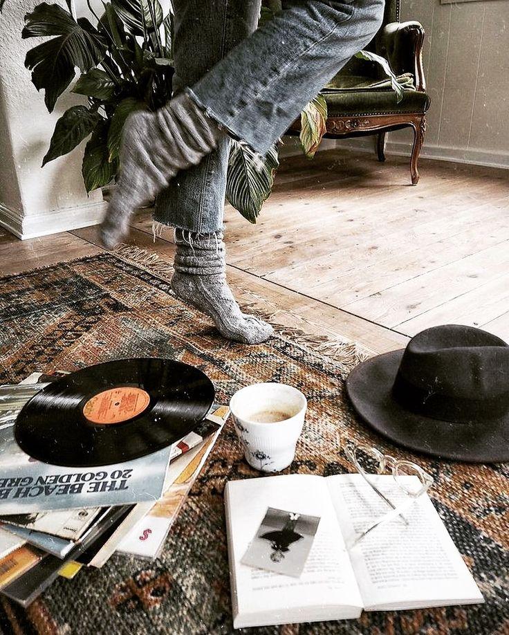 Hello Tuesday 🌞 🤙🏽☕️ #rocknroll #rootsrock #garagerock #americana #music #podcast #tuesday #tuesdaymotivation #coffee http://gritgrubgrindradio.podbean.com/
