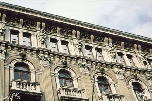 Palazzo Modello homlokzati szobrai Trieszt -- Palazzo Modello  facade sculptures Trieste