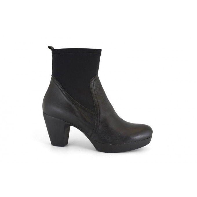 En este apartado podrás ver y comprar online botines de mujer de la marca  Mikaela. Calzado de piel hecho en España, Made in Spain. Botines con tacón  ...