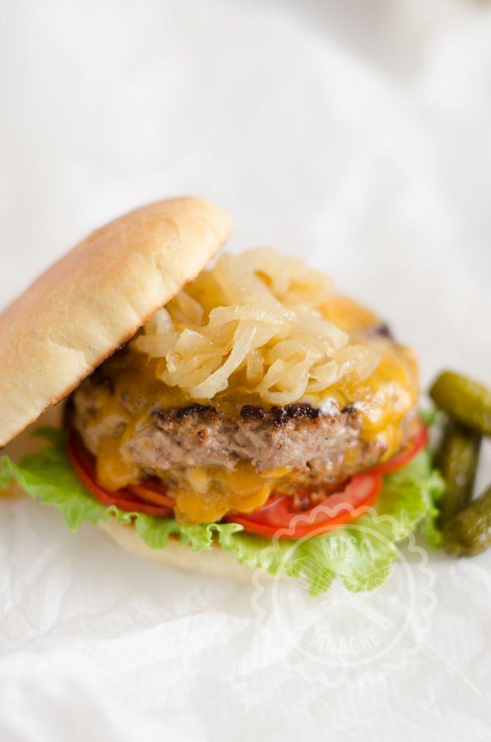 Como preparar una hamburguesa Juicy Lucy y no morir en el intento, además del Código de la Hamburguesa y gifs chorras.