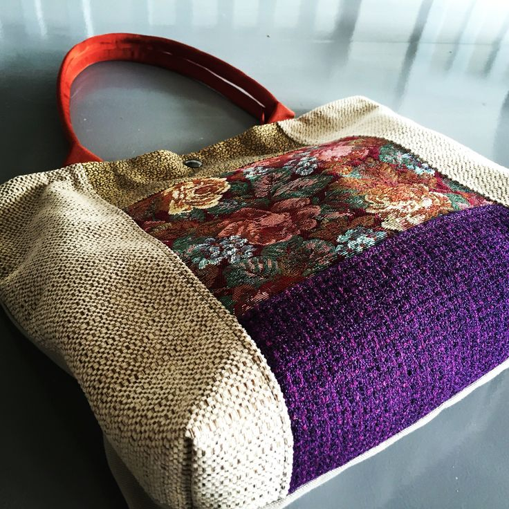 My handbag brings all the girls to the yard and they're like its cooler than mine #bybarabara #normcoreaccessories #handbag #accessories #grannychic