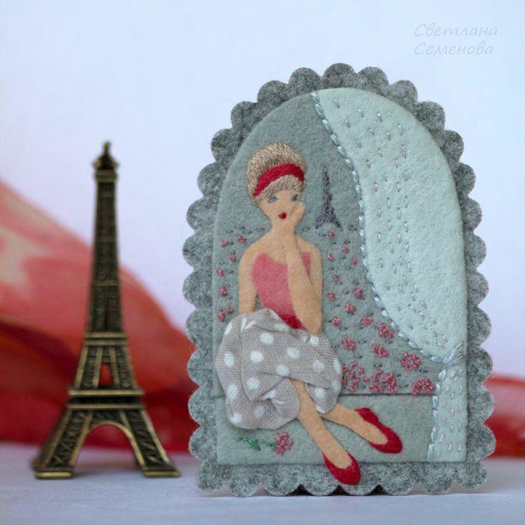 Купить Вспоминая Париж... Брошь фетровая с вышивкой - серый, красный, брошь из фетра, брошь окно