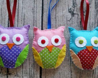 3 hand crafted gufo feltro decorazioni ornamento. Molto carino, personalizzabile. Ideale come regalo di Natale o sul vostro albero di Natale.