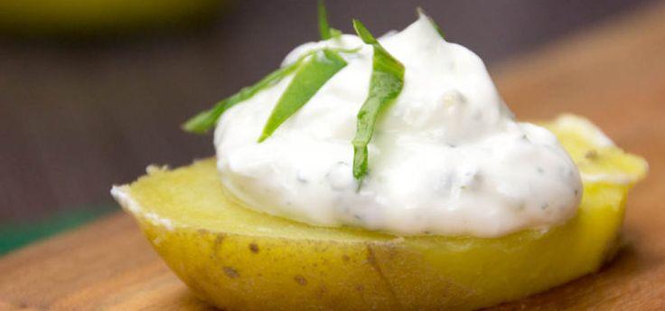 Kartoffelscheibe mit Sour Cream