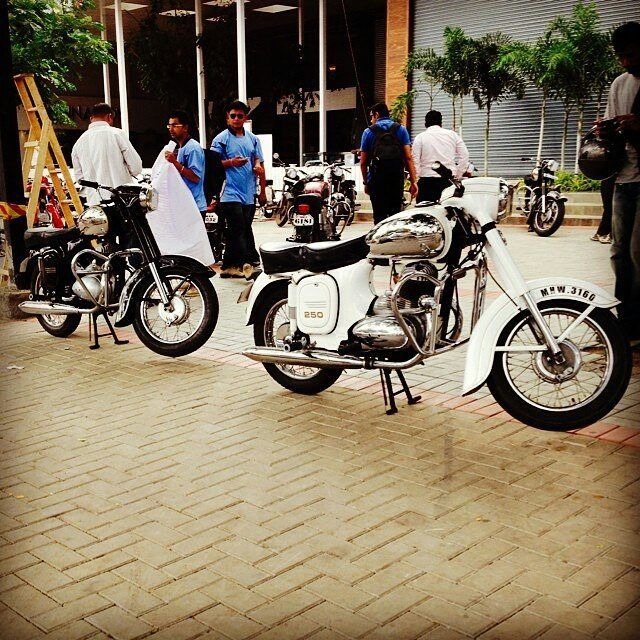 "177 Likes, 3 Comments - Jawa Motorcycles (@jawamotorcycles) on Instagram: ""White jawa 250cc  Repost @old_monkeshwar  More photos on - http://photos.jawamotorcycles.com  #jawa…"""