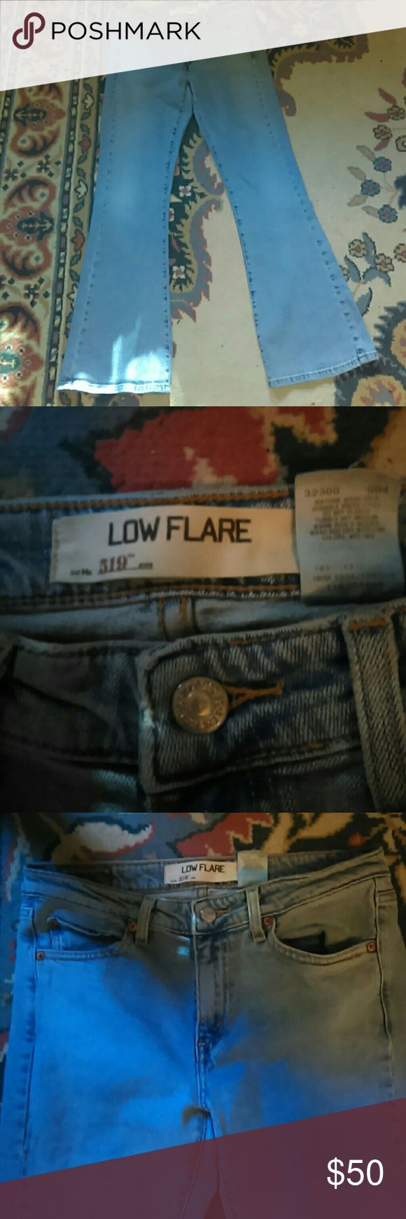 "Levis 519 Low Flare Girls size 9s Jr Levi's 519 Low Flare Girls size 9s Jr has amazing flare if you live flares and bells like I do these are a perfect amount of flare to get your day started! Lightly worn great condition measures waist 16.5"" hips 18"" length 38"" Levis Jeans Flare & Wide Leg"