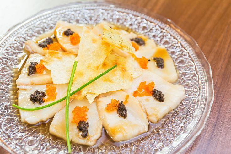 Usuzukuri de pez mantequilla y trufa negra