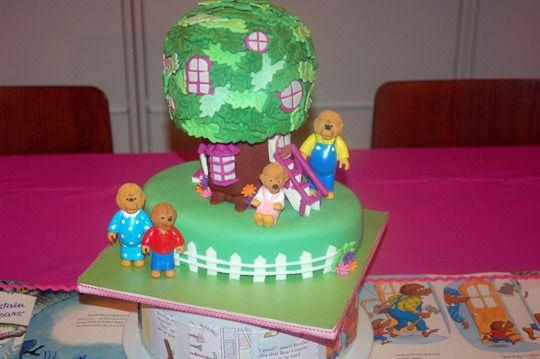 I am so in love with this Berenstain Bears birthday party. Just look at that treehouse cake! Michal would love this!