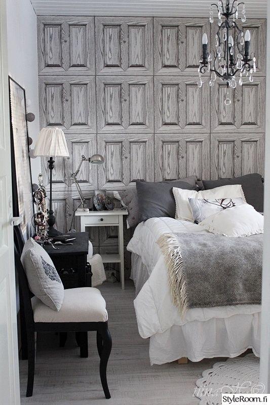 Koristeellinen kattokruunu antaa makuuhuoneelle majesteettisen ilmeen. #styleroom #inspiroivakoti #valaisin Täällä asuu: Tiina-H
