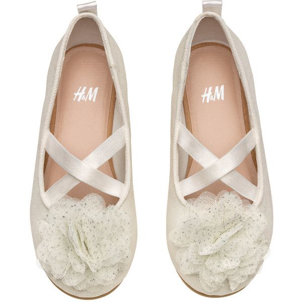 H&M Ballet Flats $12.99 (670 MKD) ❤ liked on Polyvore featuring shoes, flats, white shoes, ballerina shoes, white ballerina shoes, ballet pumps and white ballet pumps