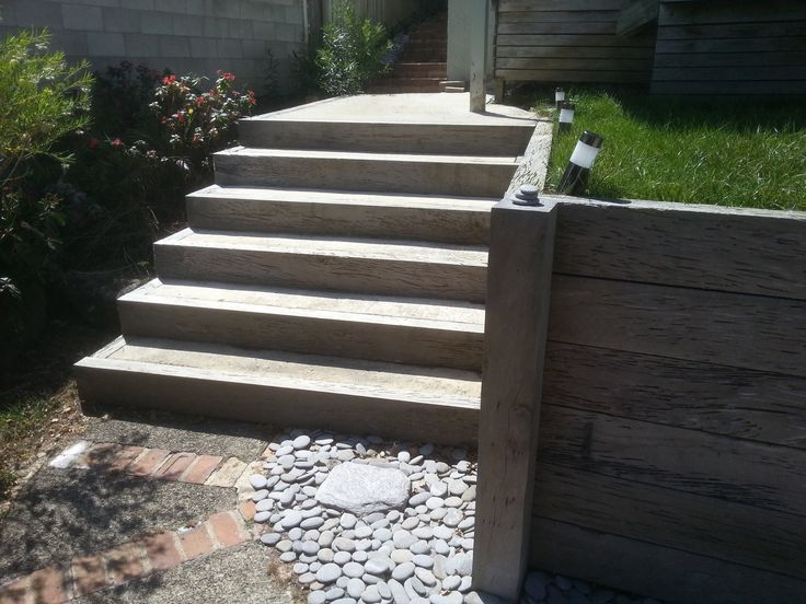 Retaining and Steps in Narrow Neck