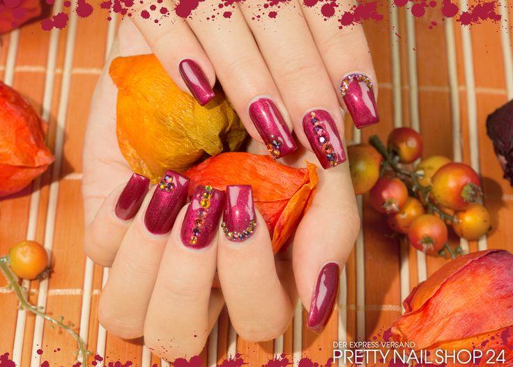 #nails #nailart #trend #colors Der Herbst ist da und damit auch der Zauber von Gelb- Orange- und Rottönen. Mit dem Jolifin Quick-Farbgel delicate raspberry (Art.-Nr.: 9641) und dem LAVENI Strass Display FlipFlop pink & orange (Art.-Nr.: 10120) könnt Ihr zum Bespiel so ein vom Herbst inspiriertes Design kreieren. Viel Spaß dabei wünscht Euch Eure Juliane.