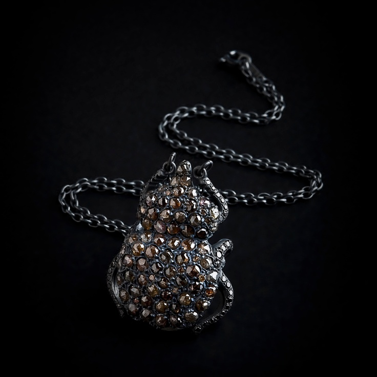 Beatle necklace in brown diamonds