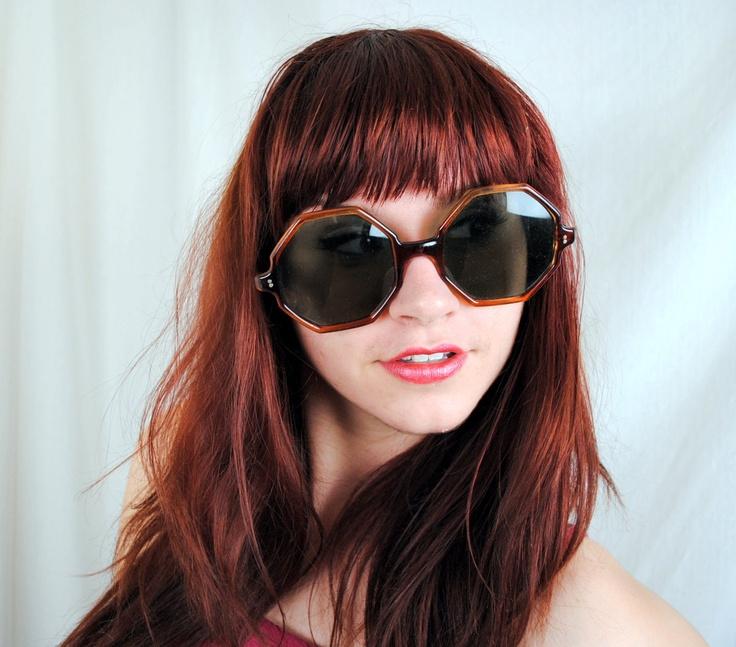 Cerco questi occhiali, originali anni '70 o copie noni interessa... Li desidero!!!